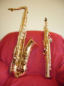 "Tenor (left) and soprano saxophones, showing their comparative sizes A silver-plated Conn 'New Wonder' Series II tenor saxophone, with a serial number which dates manufacture to 1934. It is a very late ""Transitional"" model tenor sax with split bell-keys, and was manufactured just before production of the Conn 10M started. Leon ""Chu"" Berry played a tenor saxophone which was very similar to this instrument. Tenor saxophone manufactured in 2008"